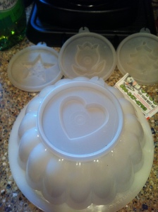 Vintage 1980s Tupperware mold.... notice the heart, it's made with love!
